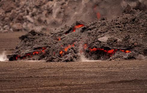 Cận cảnh vẻ đẹp chết chóc của núi lửa thức giấc ở Iceland - ảnh 3