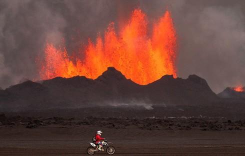 Cận cảnh vẻ đẹp chết chóc của núi lửa thức giấc ở Iceland - ảnh 5