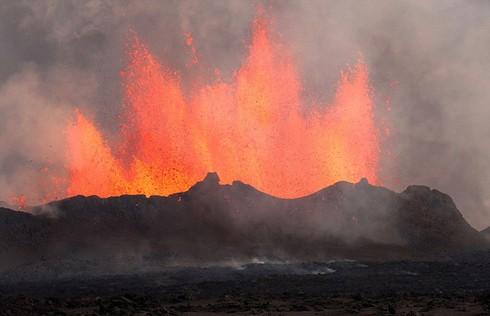 Cận cảnh vẻ đẹp chết chóc của núi lửa thức giấc ở Iceland - ảnh 6
