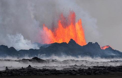 Cận cảnh vẻ đẹp chết chóc của núi lửa thức giấc ở Iceland - ảnh 7