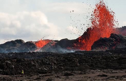 Cận cảnh vẻ đẹp chết chóc của núi lửa thức giấc ở Iceland - ảnh 8