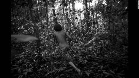 Cuộc sống hoang dại của bộ lạc ít người nhất hành tinh - ảnh 9