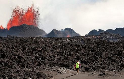 Cận cảnh vẻ đẹp chết chóc của núi lửa thức giấc ở Iceland - ảnh 9