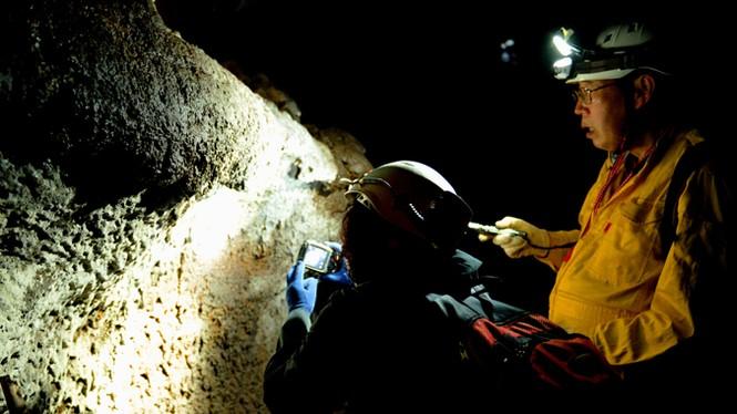 'Độn thổ' vào động núi lửa lớn nhất Đông Nam Á - ảnh 2