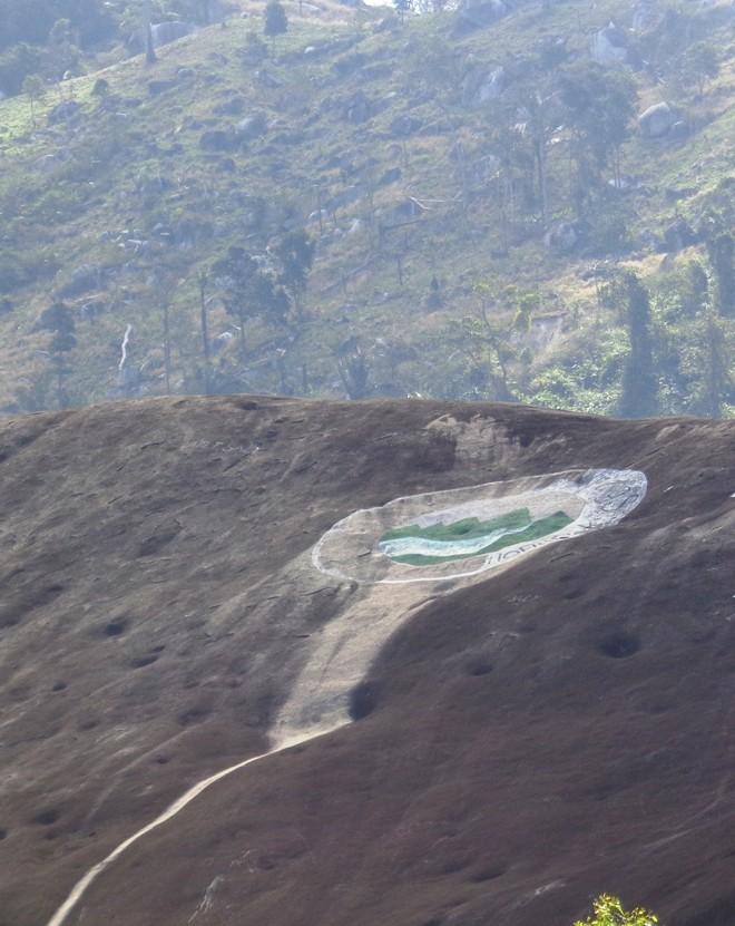 Ly kỳ đôi đá voi cha-mẹ ở Yang Tao - ảnh 2