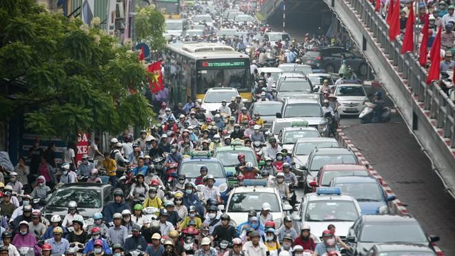 Chống ùn tắc giao thông Hà Nội: Đánh giá tác động của nhà cao tầng - ảnh 1