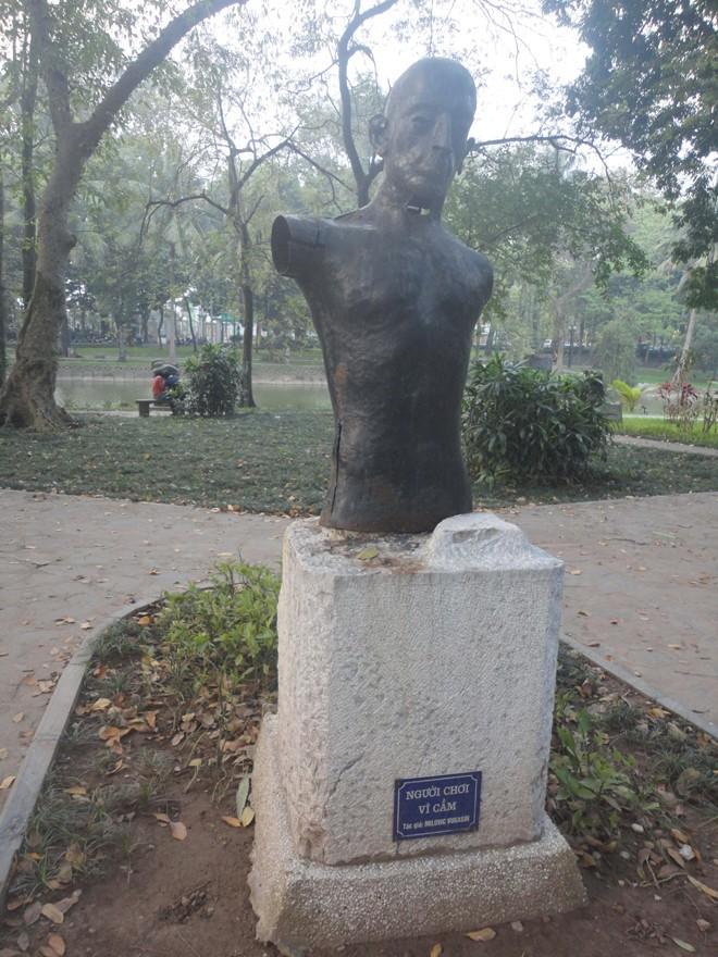 Những bức tượng nhếch nhác - ảnh 1
