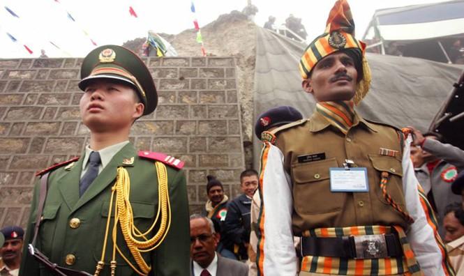 Binh sĩ Trung - Ấn 'nhìn nhau qua kính ngắm trên nòng súng'  - ảnh 3