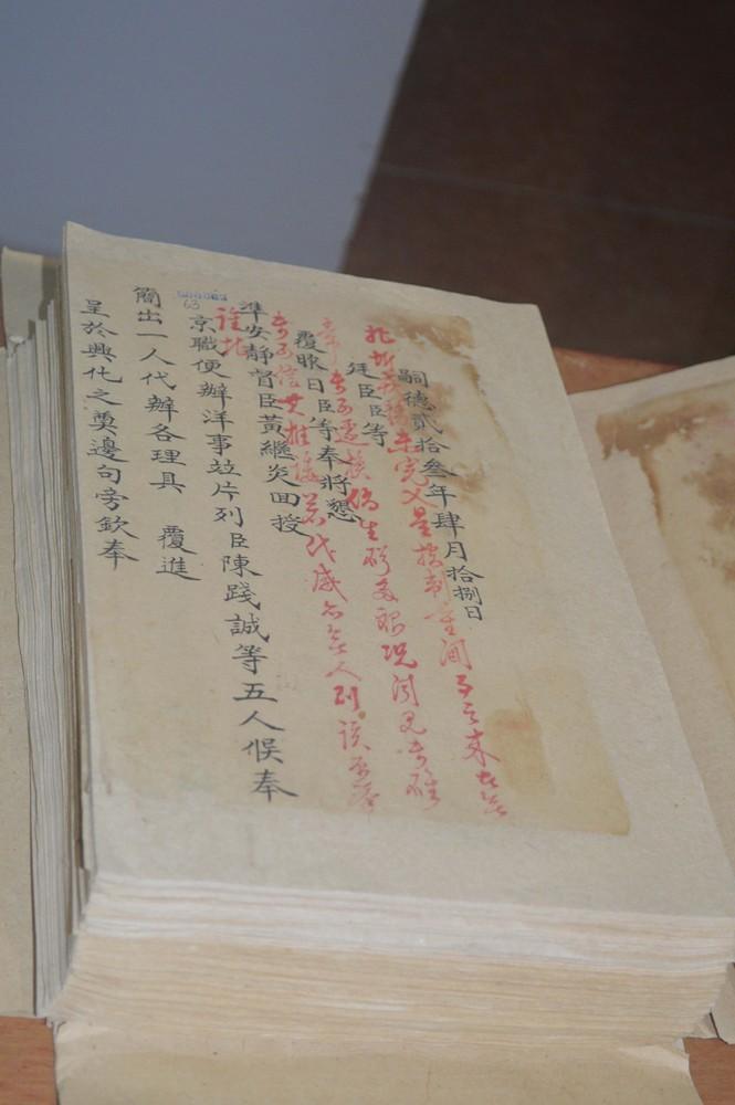 Vào kho quốc gia, xem bản gốc 'Châu bản triều Nguyễn' - ảnh 1