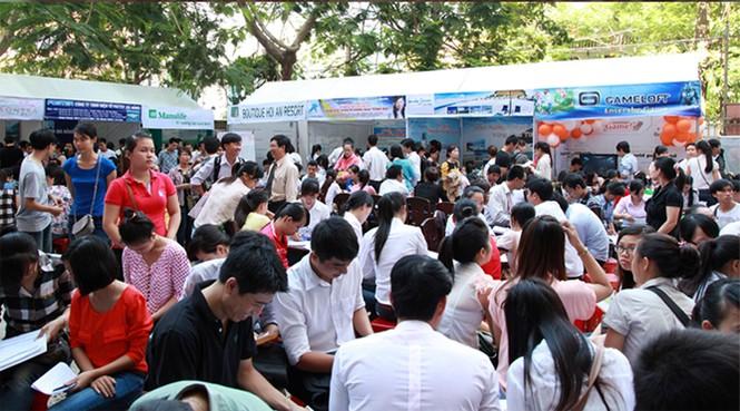 Sinh viên cùng Ngày hội Việc làm 2016 tại Đại học Duy Tân - ảnh 1