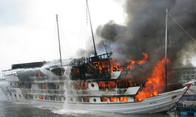 Ám ảnh những vụ cháy tàu trên vịnh Hạ Long - ảnh 1