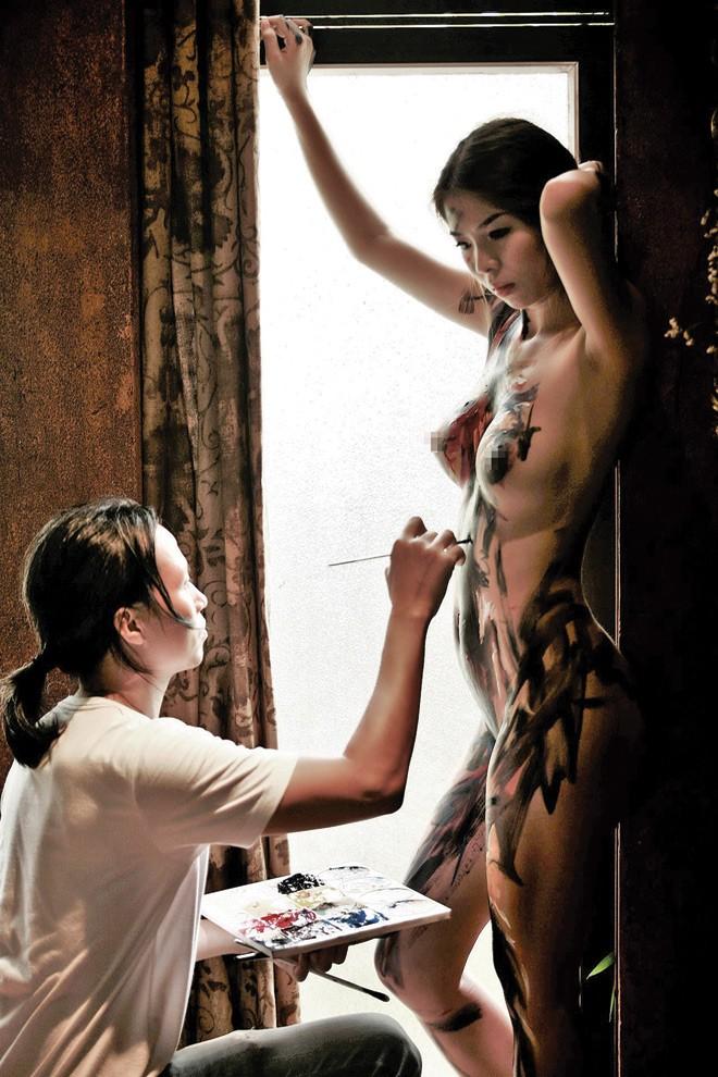 Vẽ trên cơ thể thiếu nữ - ảnh 2