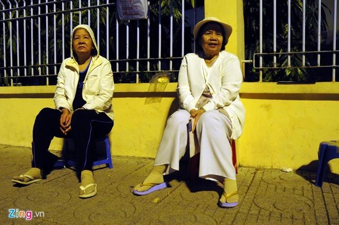 Người Sài Gòn mặc áo mưa chống lạnh - ảnh 2