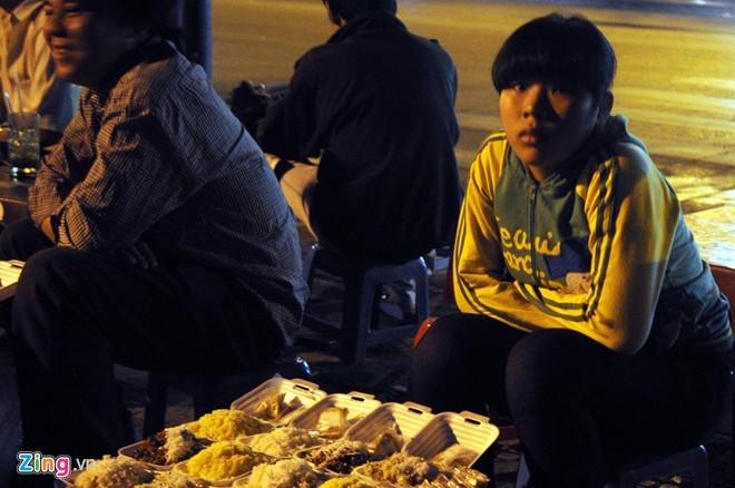 Người Sài Gòn mặc áo mưa chống lạnh - ảnh 3
