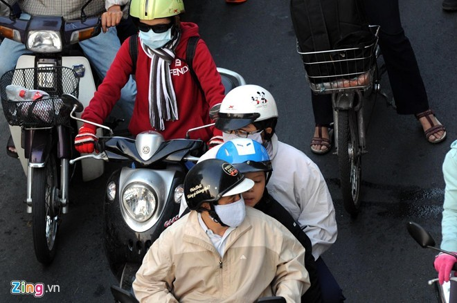 Người Sài Gòn mặc áo mưa chống lạnh - ảnh 8