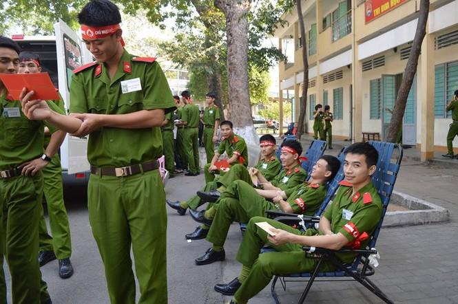 [ẢNH] Học viên Đại học Cảnh sát Nhân dân hiến máu Chủ nhật Đỏ - ảnh 6