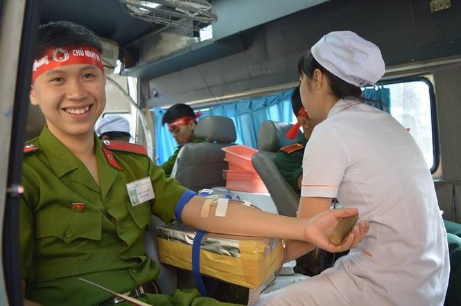 [ẢNH] Học viên Đại học Cảnh sát Nhân dân hiến máu Chủ nhật Đỏ - ảnh 7