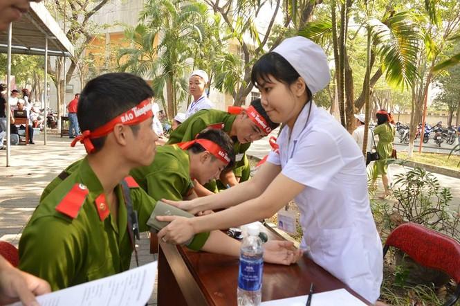 [ẢNH] Học viên Đại học Cảnh sát Nhân dân hiến máu Chủ nhật Đỏ - ảnh 4