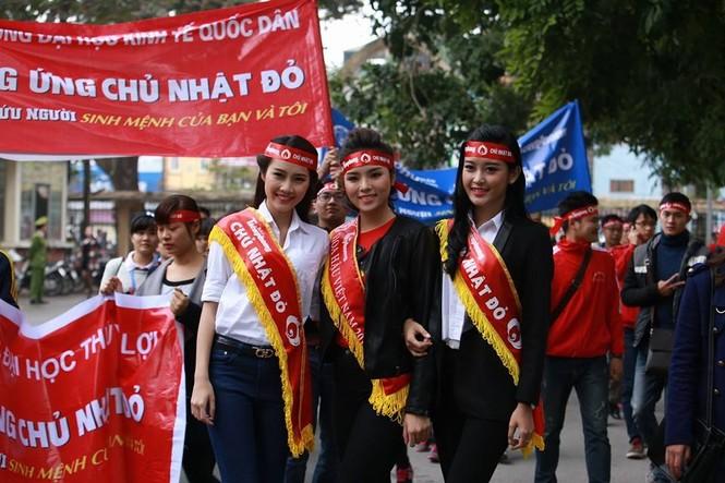 [ẢNH] Hàng nghìn người diễu hành cổ động Chủ Nhật Đỏ - ảnh 3