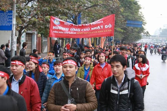 [ẢNH] Hàng nghìn người diễu hành cổ động Chủ Nhật Đỏ - ảnh 5