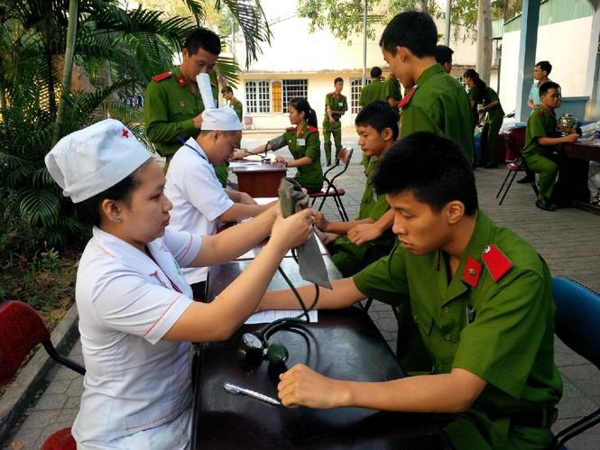 [ẢNH] Học viên Đại học Cảnh sát Nhân dân hiến máu Chủ nhật Đỏ - ảnh 1