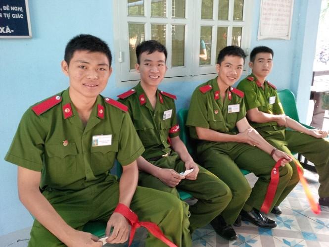 [ẢNH] Học viên Đại học Cảnh sát Nhân dân hiến máu Chủ nhật Đỏ - ảnh 3