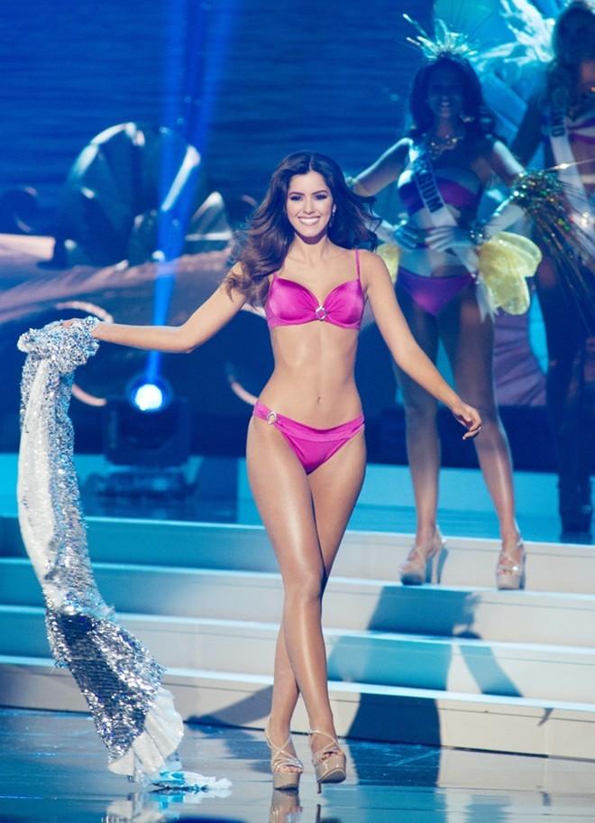 10 khoảnh khắc bikini đẹp hút hồn của tân Hoa hậu Hoàn vũ - ảnh 4