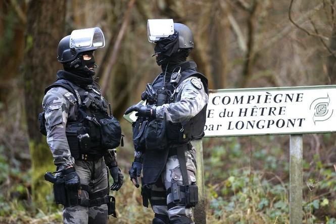 [CẬN CẢNH] Đặc nhiệm Pháp săn lùng kẻ thảm sát tòa báo ở Paris - ảnh 7