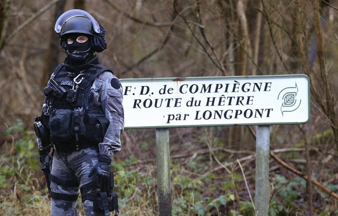 [CẬN CẢNH] Đặc nhiệm Pháp săn lùng kẻ thảm sát tòa báo ở Paris - ảnh 6