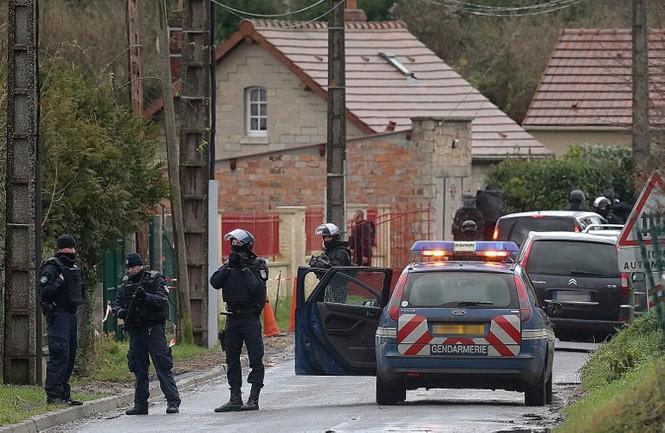 [CẬN CẢNH] Đặc nhiệm Pháp săn lùng kẻ thảm sát tòa báo ở Paris - ảnh 9