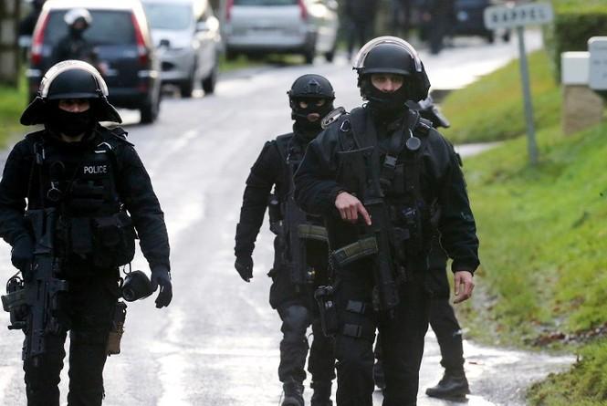 [CẬN CẢNH] Đặc nhiệm Pháp săn lùng kẻ thảm sát tòa báo ở Paris - ảnh 3