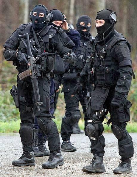 [CẬN CẢNH] Đặc nhiệm Pháp săn lùng kẻ thảm sát tòa báo ở Paris - ảnh 5
