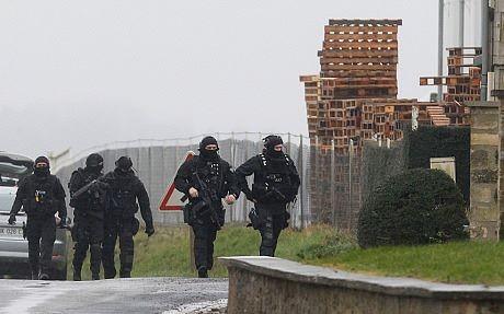 [CẬN CẢNH] Đặc nhiệm Pháp săn lùng kẻ thảm sát tòa báo ở Paris - ảnh 1