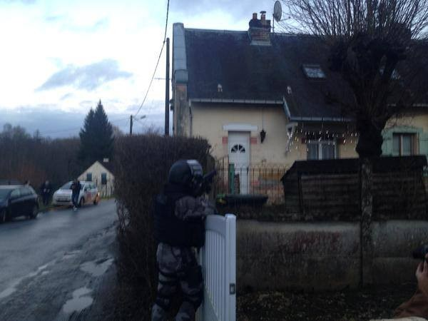 [CẬN CẢNH] Đặc nhiệm Pháp săn lùng kẻ thảm sát tòa báo ở Paris - ảnh 12