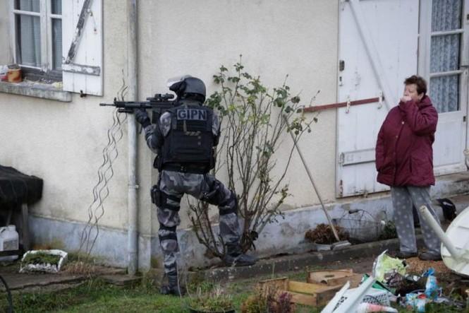 [CẬN CẢNH] Đặc nhiệm Pháp săn lùng kẻ thảm sát tòa báo ở Paris - ảnh 10