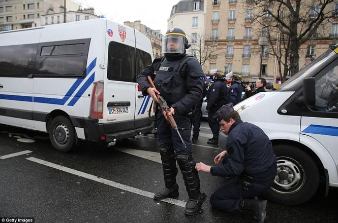 Cận cảnh cuộc giải cứu con tin nghẹt thở ở Pháp - ảnh 22