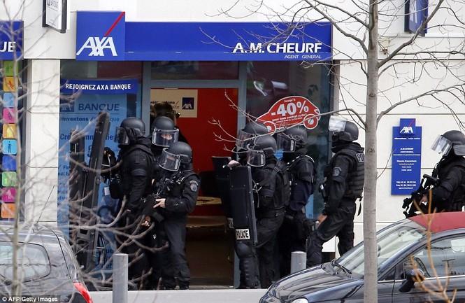 [ẢNH] Cảnh sát Pháp bao vây bưu điện, giải cứu con tin - ảnh 8