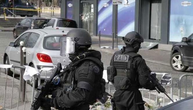 [ẢNH] Cảnh sát Pháp bao vây bưu điện, giải cứu con tin - ảnh 5