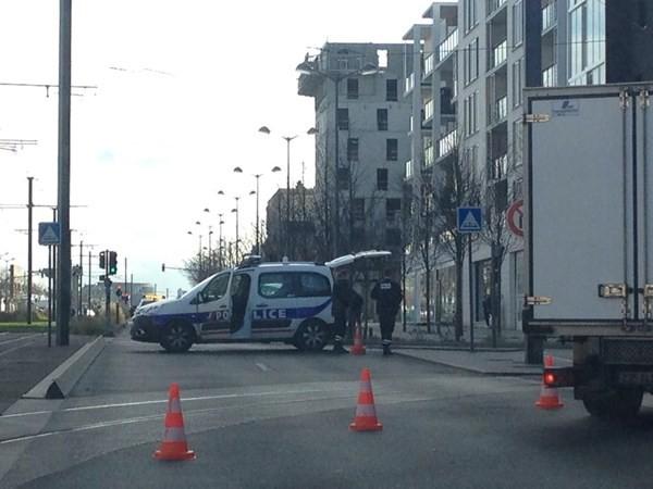 [ẢNH] Cảnh sát Pháp bao vây bưu điện, giải cứu con tin - ảnh 3