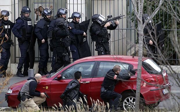 [ẢNH] Cảnh sát Pháp bao vây bưu điện, giải cứu con tin - ảnh 4