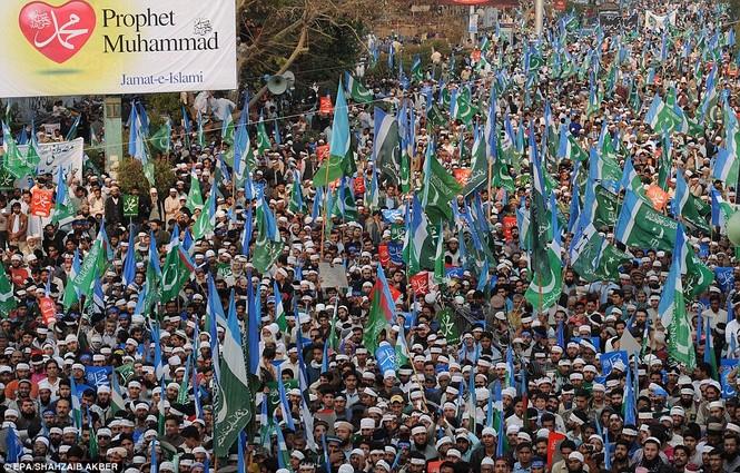 [ẢNH] Biểu tình lớn phản đối Charlie Hedbo, tẩy chay hàng Pháp - ảnh 3