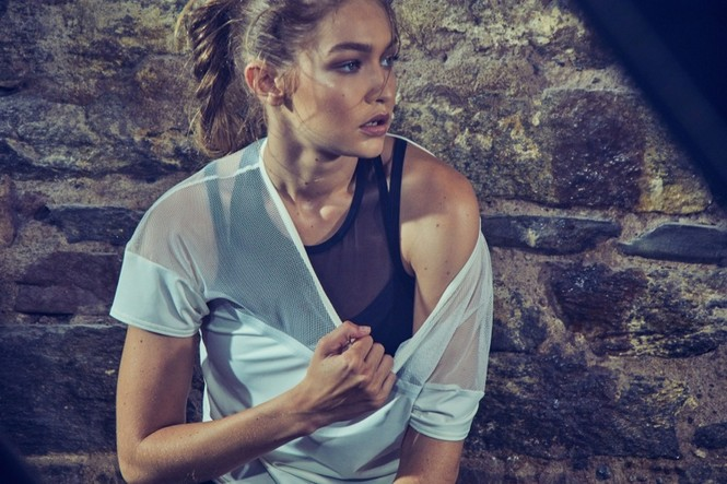 Gigi Hadid hoá cô nàng boxing nóng bỏng đầy quyến rũ - ảnh 2