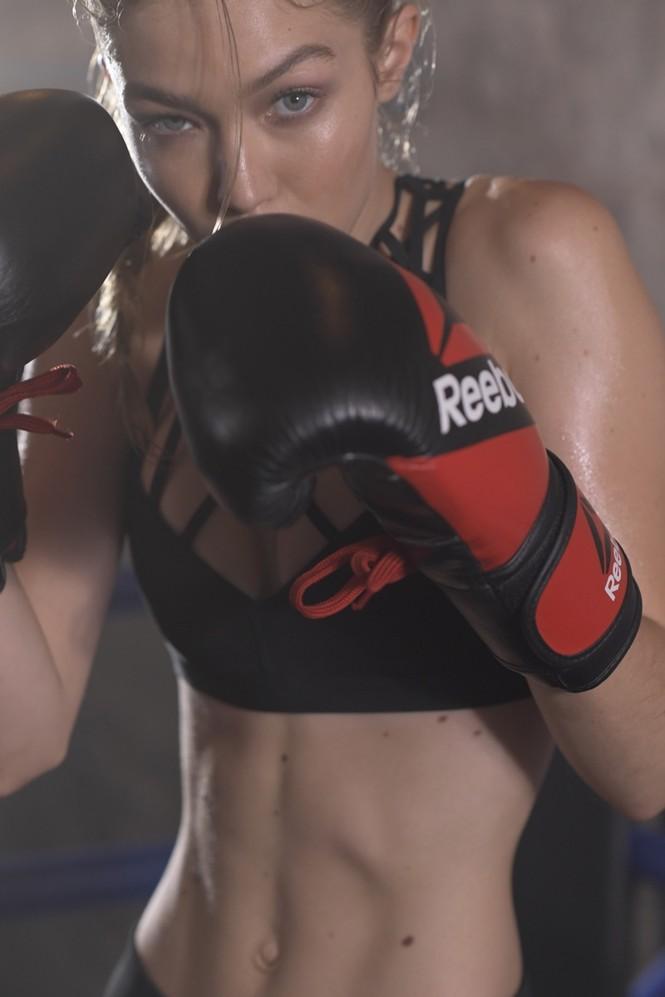 Gigi Hadid hoá cô nàng boxing nóng bỏng đầy quyến rũ - ảnh 1