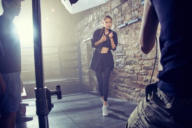 Gigi Hadid hoá cô nàng boxing nóng bỏng đầy quyến rũ - ảnh 3