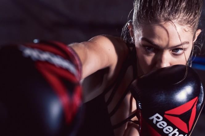 Gigi Hadid hoá cô nàng boxing nóng bỏng đầy quyến rũ - ảnh 4