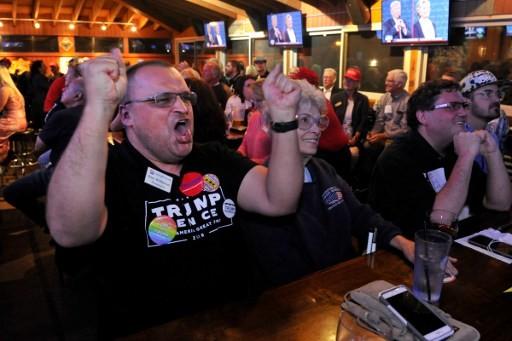Ảnh ấn tượng trong cuộc tranh luận thứ 2 của Trump và Clinton - ảnh 6
