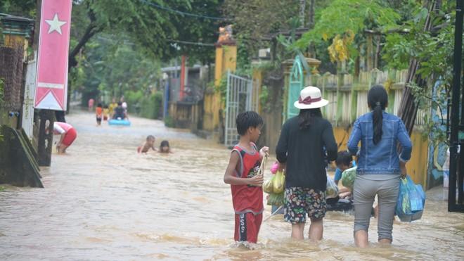 Nhiều nơi ở Quảng Nam ngập trong nước lũ - ảnh 4