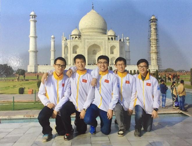 Chuyện lý thú của 5 chàng trai ăn lương khô giành giải Olympic thiên văn  - ảnh 3