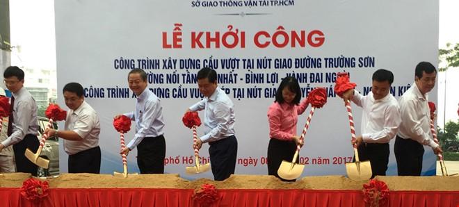 Xây hai cầu vượt 'giải vây' cho sân bay Tân Sơn Nhất - ảnh 1