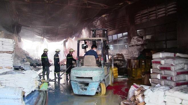 Xưởng sơn cháy dữ dội sau nhiều tiếng nổ lớn lúc tinh mơ - ảnh 5